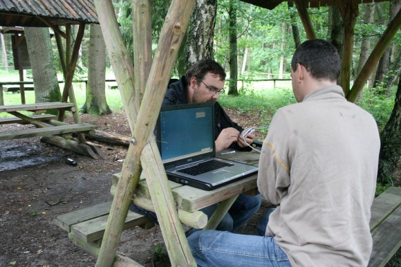 Geocaching Outdoor mit Hightech am Rastplatz